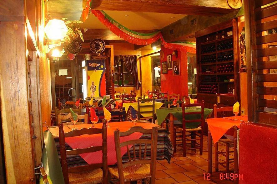 Amantes liberados cap tulo 4 en medio parte 2 for Los azulejos restaurante mexicano